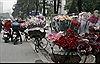 Cổng trường ĐH ngập hoa trong ngày lễ Tình yêu