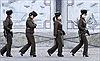 Nữ quân nhân Triều Tiên đi tuần trên giày cao gót 10cm