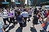 Dân Singapore được phát 500 USD đi học