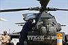 Mỹ điều Apache đến Trung Đông, tàu sân bay vào Địa Trung Hải