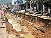 Thi công gây vỡ đường ống khiến hàng nghìn hộ dân Hà Nội mất nước sinh hoạt