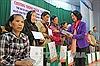 Đồng chí Trương Thị Mai thăm, tặng quà Tết cho người nghèo tỉnh Lâm Đồng