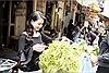 Hoa hậu Sương Đặng về nước sắm quà Tết truyền thống