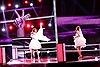 The Voice 2017: Hai cô dâu 'nhà họ Đông' ôm nhau khóc trên sân khấu