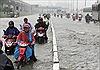 TP Hồ Chí Minh mưa lớn, đường ngập sâu, xe chết máy
