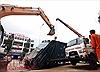 Xe rác nặng 6,5 tấn bị 'hố tử thần' nuốt chửng