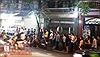 Người dân xếp hàng dài mua bánh Trung Thu Bảo Phương, phố Thụy Khuê thành điểm ùn tắc