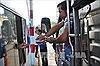 Hỗn loạn tại trạm thu phí đường tránh Biên Hòa vì tài xế dùng tiền lẻ 'đòi' mua vé