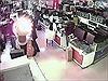 Cắn pin iPhone để kiểm tra, khách hàng bị nổ vào mặt