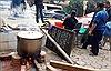 Nhộn nhịp gói bánh chưng Tết 'cộng đồng' tại các khu tập thể, chung cư Hà Nội