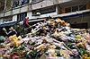 Sáng 30 Tết, hoa tươi đổ bỏ chất thành đống ở chợ hoa TP Hồ Chí Minh