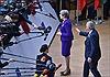 Hành động vô tư của chủ tịch EC với nữ Thủ tướng Anh