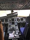 Kính buồng lái vỡ toang, phi công bị hút nửa người ra ngoài trên cao gần 10.000 m