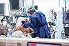 Các công ty toàn cầu vào cuộc sản xuất máy thở cứu bệnh nhân COVID-19