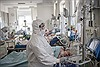 Ba bác sĩ Nga ngã từ cửa sổ bệnh viện, dấy lo ngại về điều kiện của đội ngũ y tế chống COVID-19