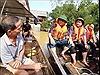 Bộ trưởng Trần Hồng Hà thăm hỏi người dân vùng lũ Hương Khê, Hà Tĩnh