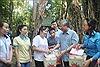 Thường trực Ban Bí thư Trần Quốc Vượng tặng quà gia đình chính sách, người nghèo ở Đồng Nai