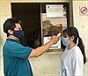 Phòng dịch cúm do virus Corona, các trường học khử khuẩn, đo thân nhiệt học sinh