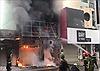 Giải cứu 2 người trong đám cháy nhà cao tầng tại TP Hồ Chí Minh