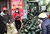 Người dân Hà Nội 'giải cứu' dưa hấu bị ảnh hưởng virus Corona