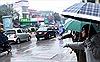 Mưa rét kỷ lục: Giá Grab tăng vọt, khan hiếm taxi truyền thống
