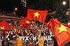 Cổ động viên xuống đường ăn mừng Olympic Việt Nam vào Bán kết