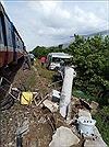 Tàu hỏa đâm ô tô tại đường giao cắt ở Bình Thuận, 3 người tử vong