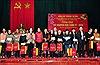 Đồng chí Trương Thị Mai tặng quà Tết người nghèo tại Hưng Yên