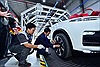 VinFast 'chơi trội' cho khách hàng kiểm định và tự lái xe xuất xưởng