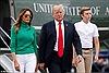 Mới 12 tuổi, con trai út của Tổng thống Trump đã cao vượt mẹ