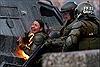 Người biểu tình Chile tấn công lực lượng cảnh sát bằng bom xăng