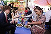 Công chúa kế vị Thụy Điển thưởng thức món bún bò tại Hà Nội