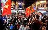 Hình ảnh hàng triệu con tim dõi theo đội tuyển Việt Nam qua màn hình tivi