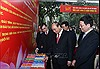 Thủ tướng thăm Triển lãm Sách kỷ niệm 90 năm Ngày thành lập Đảng