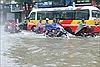 Thành phố Vinh ngập sâu tới nửa mét do mưa lớn kéo dài