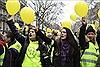 Phụ nữ Pháp tuần hành kêu gọi phe 'Áo vàng' biểu tình hòa bình