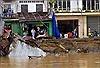 Sạt lở kéo 9 căn nhà xuống sông Rạch Vọp