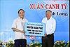 Thủ tướng Nguyễn Xuân Phúc chung vui Tết sum vầy tại Vĩnh Long