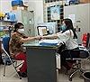 Quận Đống Đa (Hà Nội) phát tiền hỗ trợ cho ngườicó hoàn cảnh khó khăn vì dịch COVID-19