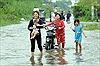Triều cường vượt báo động III, nhiều tuyến đường TP Hồ Chí Minh mênh mông nước