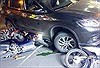 Ô tô 'điên' tông 5 xe máy, 4 người bị thương