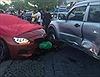Ô tô BMW lao qua dải phân cách, đâm gẫy 2 cây xanh, rồi lao vào 4 ô tô, xe máy
