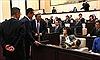 Nữ chính khách Nhật Bản ngậm thuốc ho khi phát biểu bị đuổi khỏi phòng họp