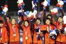 Sân Rizal Memorial rực đỏ sắc cờ trong giây phút đăng quang của đội tuyển bóng đá nữ Việt Nam