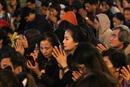 Biển người lại tràn ra lòng đường trong lễ cúng Rằm tháng Giêng tại chùa Phúc Khánh