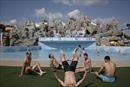 Người Triều Tiên giải nhiệt trong nắng hè