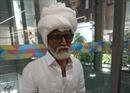Hành khách trẻ cải trang thành cụ ông 81 tuổi bay đến Mỹ