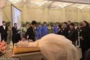 Chú rể tổ chức đám cưới trong tang lễ của cô dâu