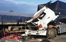 Xe tải lao xuống vực, tài xế thoát chết trong gang tấc