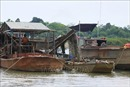 Nam Định: Tạm giữ tàu khai thác cát trái phép trên biển